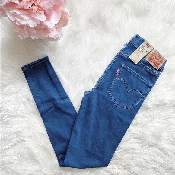 🌟SOLD🌟NWT Levi's 720 Skinny Jeans